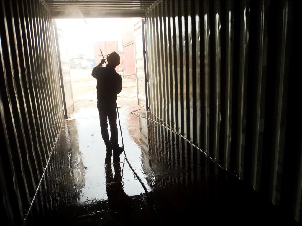 Đây là chi phí mà người nhập khẩu phải trả cho hãng tàu để làm vệ sinh vỏ container rỗng sau khi người nhập khẩu lấy container về kho và trả cont rỗng tại các depot.