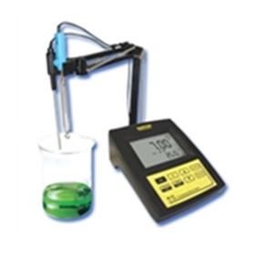 Máy đo pH/nhiệt độ để bàn điện tử hiện số Mi 150 MARTINI
